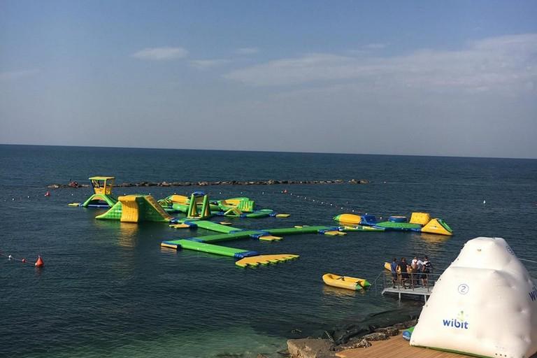 Si apre a Bisceglie il primo acquapark in mare del Sud Italia