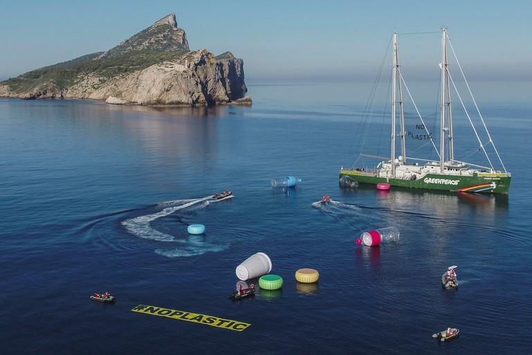 I volontari di San Ferdinando di Puglia ripuliscono la spiaggia di Barletta
