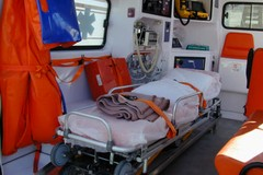 Ambulanza travolta da automobile, due sanitari feriti