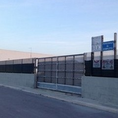Lopizzo attacca: «Piscina comunale e Palazzetto chiusi»