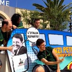 Greenpeace: tutti al mare sui pullman della «Renzi PetrolTour»