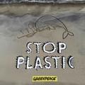 """Centinaia di persone in spiaggia per dire  """"Stop Plastic """""""