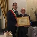 Il sindaco Puttilli consegna la Civica Benemerenza al dottor Piccinni