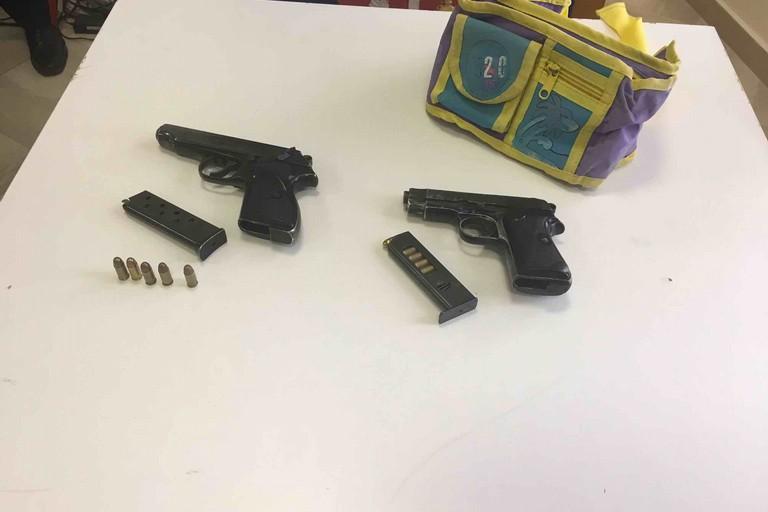Negli slip un'arma, arrestato 23enne dai carabinieri