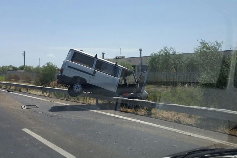 Rocambolesco incidente sulla SS 16 bis a San Ferdinando di Puglia