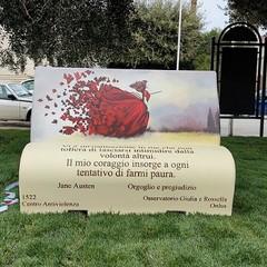 Panchina letteraia in Piazza della Costituzione a San Ferdinando di Puglia