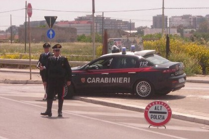 Carabinieri gazzella posto di blocco