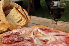 """Carne, salumi e vino con etichette """"allarmistiche"""""""