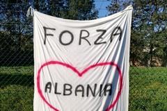 «Forza Albania. Rialzati», la solidarietà dei tifosi