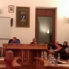 Dimissioni Lamacchia, la maggioranza si spacca su bilancio ed amministrazione