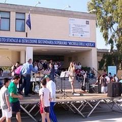 """Arredi scolastici, per l'Istituto  """"Dell'Aquila """" 85 banchi ed 85 sedie"""